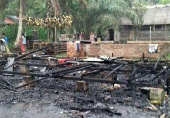 Rumah Semi Permanen 'Disulap Api Jadi Debu'